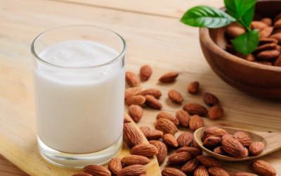 latte di mandorla e1450255917212 400x250 1 - Latte di mandorla proprietà - ricette-vegane-dal-web-
