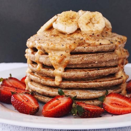 tumblr ng1lv4kj711tdjnc0o1 500 1 - tessbegg:  Buckwheat pancakes with chunky peanut butter sauce... - foto-dal-web-
