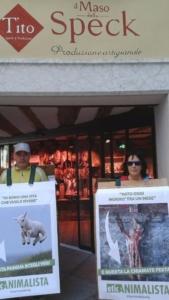 IMG 20160326 WA0058 576x1024 960x300 - Manifestazione a Trento in difesa degli agnelli a Pasqua 24-25-26 Marzo - Parte 2