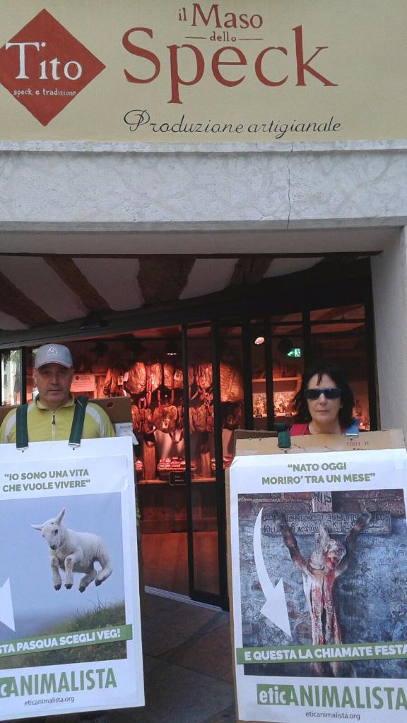 IMG 20160326 WA0058 - Manifestazione a Trento in difesa degli agnelli a Pasqua 24-25-26 Marzo - Parte 2 - 2016-