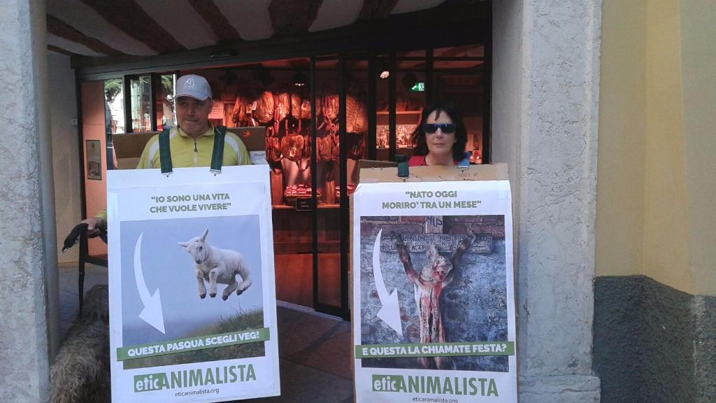 IMG 20160326 WA0059 - Manifestazione a Trento in difesa degli agnelli a Pasqua 24-25-26 Marzo - Parte 2 - 2016-