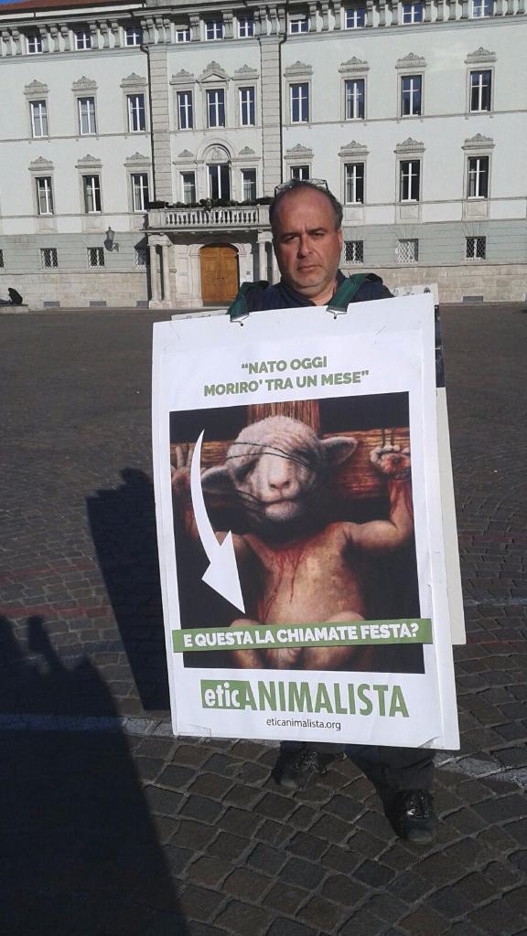 IMG 20160326 WA0062 - Manifestazione a Trento in difesa degli agnelli a Pasqua 24-25-26 Marzo - Parte 2 - 2016-