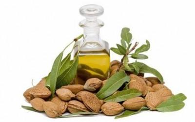 olio mandorle e1398271365450 400x250 3 - Olio di mandorle dolci: benefici e proprietà