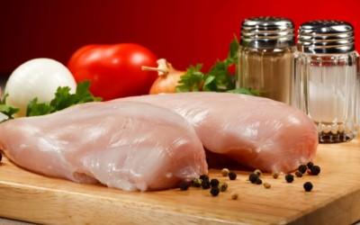 pollo crudo pericoloso 400x250 1 - Pollo crudo: perché è pericoloso mangiarlo - ricette-vegane-dal-web-