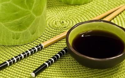shoyu 400x250 1 - Salsa di soia o shoyu: che cos'è e come viene fatta