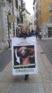 trento manifestazione pasqua difesa agnelli 12 576x1024 960x300 - Manifestazione a Trento in difesa degli agnelli a Pasqua 24-25-26 Marzo - 2016-