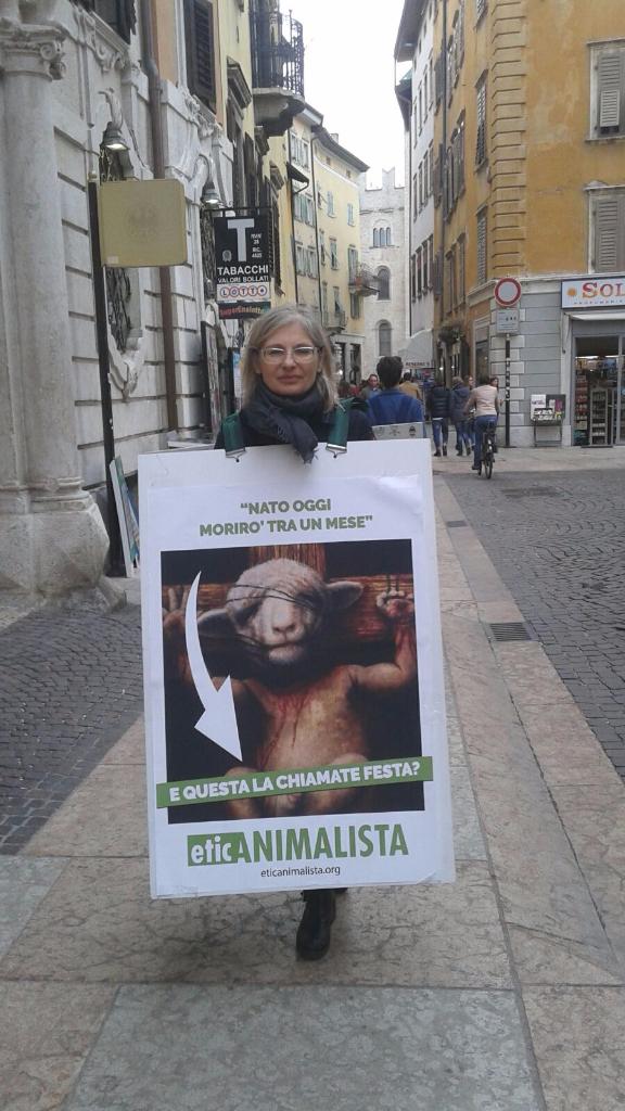trento manifestazione pasqua difesa agnelli 12 - Manifestazione a Trento in difesa degli agnelli a Pasqua 24-25-26 Marzo - 2016-