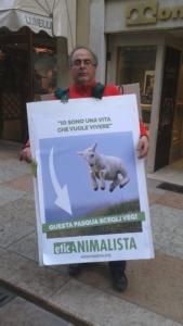 trento manifestazione pasqua difesa agnelli 13 576x1024 960x300 - Manifestazione a Trento in difesa degli agnelli a Pasqua 24-25-26 Marzo - 2016-