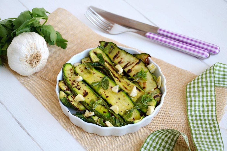 Zucchine grigliate 1 - Zucchine grigliate - ricette-vegane-dal-web-