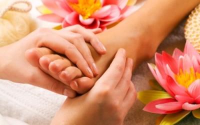 riflessologia e1318084236871 400x250 - Riflessologia plantare, del viso e della mano: tutti i benefici