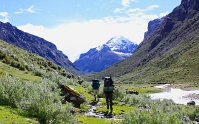 viaggiare a piedi 400x250 1 - Viaggi a piedi: una filosofia che ci piace - ricette-vegane-dal-web-