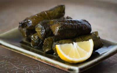 Ottolenghi s Mediterranean Feast   Greek Dolmades e1470502470749 400x250 1 - Gli involtini di foglie di vite, o dolmades: la ricetta facile - ricette-vegane-dal-web-