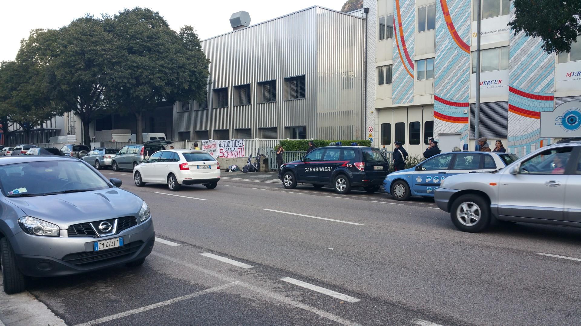 20161015 160616 - Fronte animalista Bolzano - Manifestazione Porte aperte 10 anni della casa della zootecnia