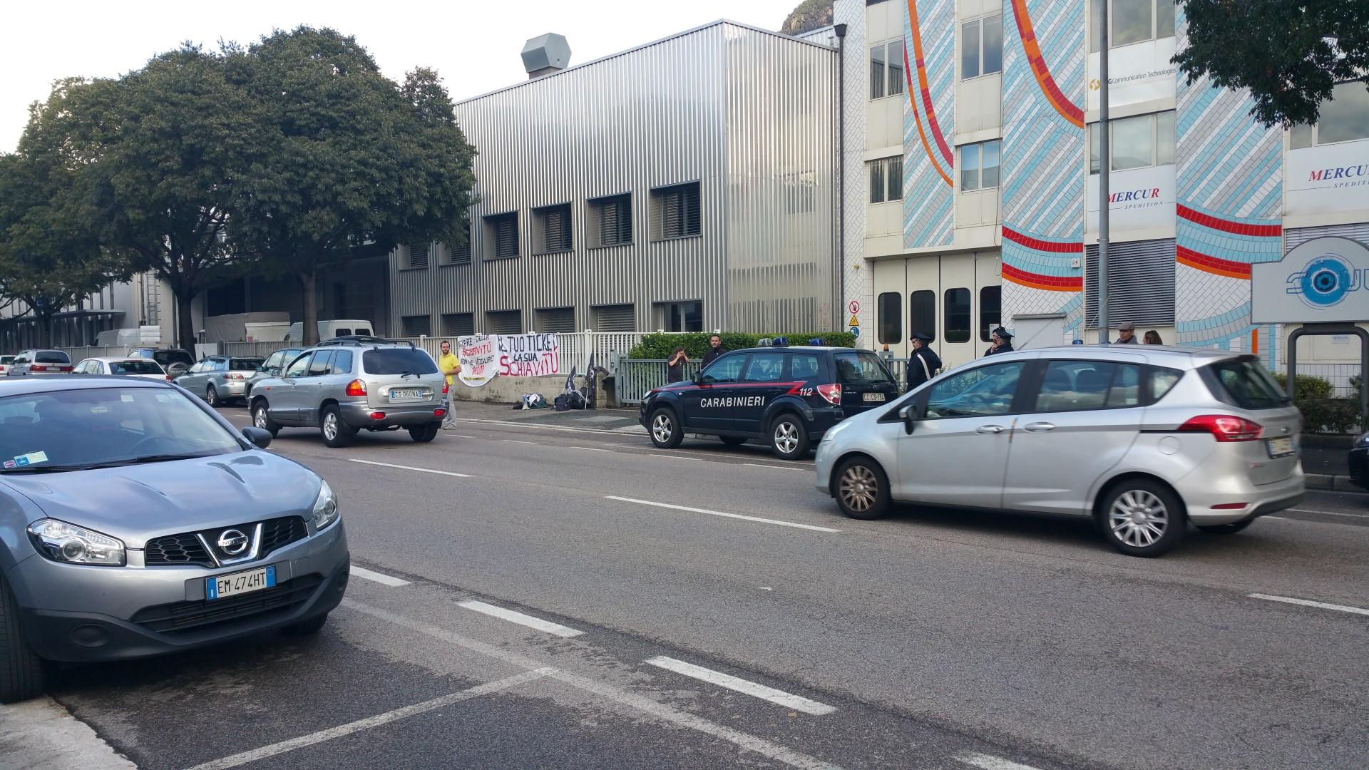 20161015 160618 - Fronte animalista Bolzano - Manifestazione Porte aperte 10 anni della casa della zootecnia