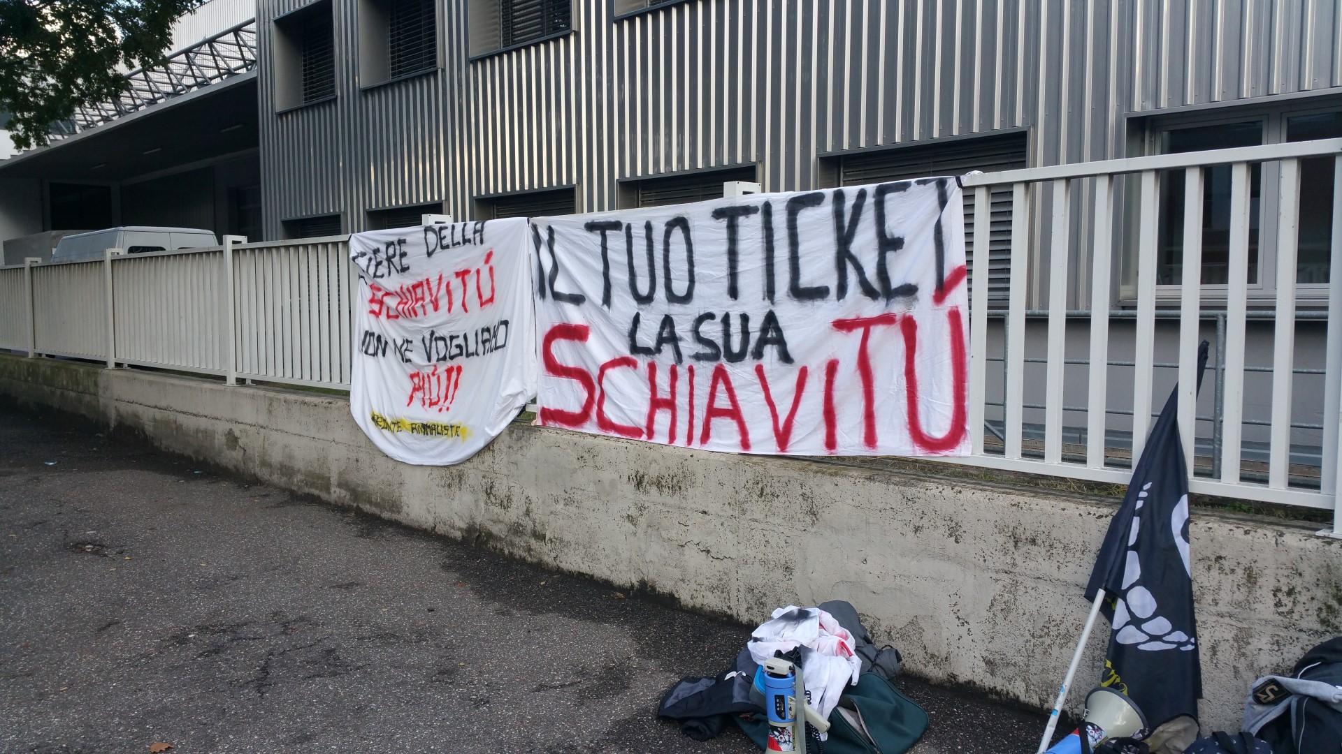 20161015 160833 - Fronte animalista Bolzano - Manifestazione Porte aperte 10 anni della casa della zootecnia