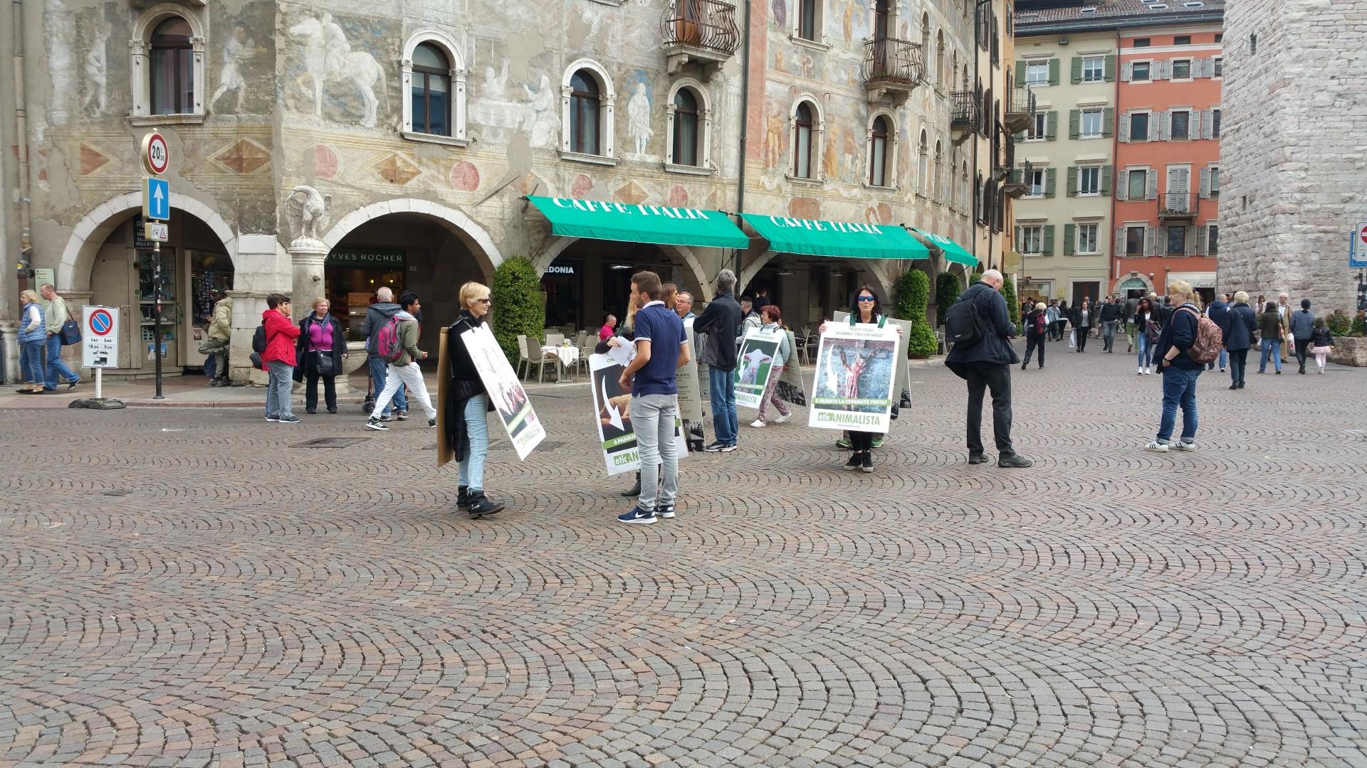 20170415 122024 - Manifestazione di protesta contro il massacro Pasquale degli agnelli e capretti 15 Aprile 2017