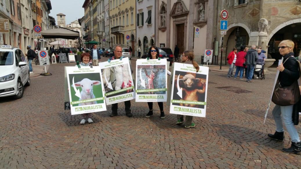 20170415 122328 1038x584 - Manifestazione di protesta contro il massacro Pasquale degli agnelli e capretti 15 Aprile 2017