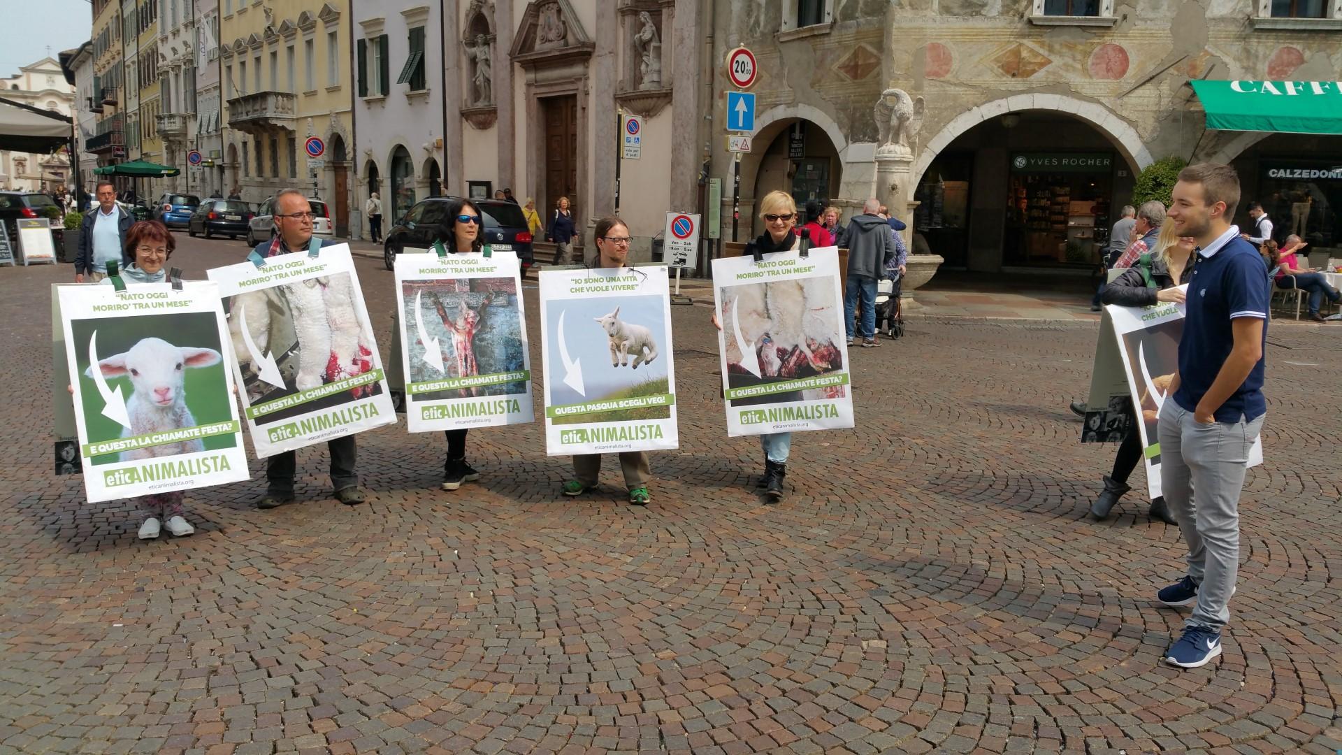 20170415 122331 - Manifestazione di protesta contro il massacro Pasquale degli agnelli e capretti 15 Aprile 2017