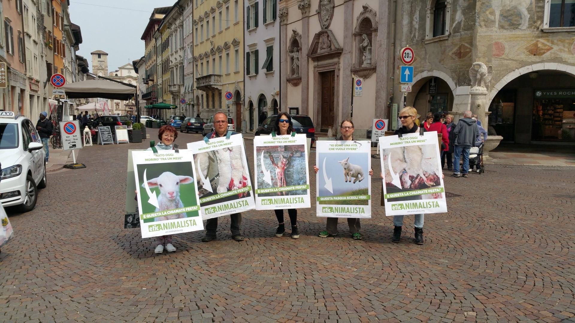 20170415 122336 - Manifestazione di protesta contro il massacro Pasquale degli agnelli e capretti 15 Aprile 2017