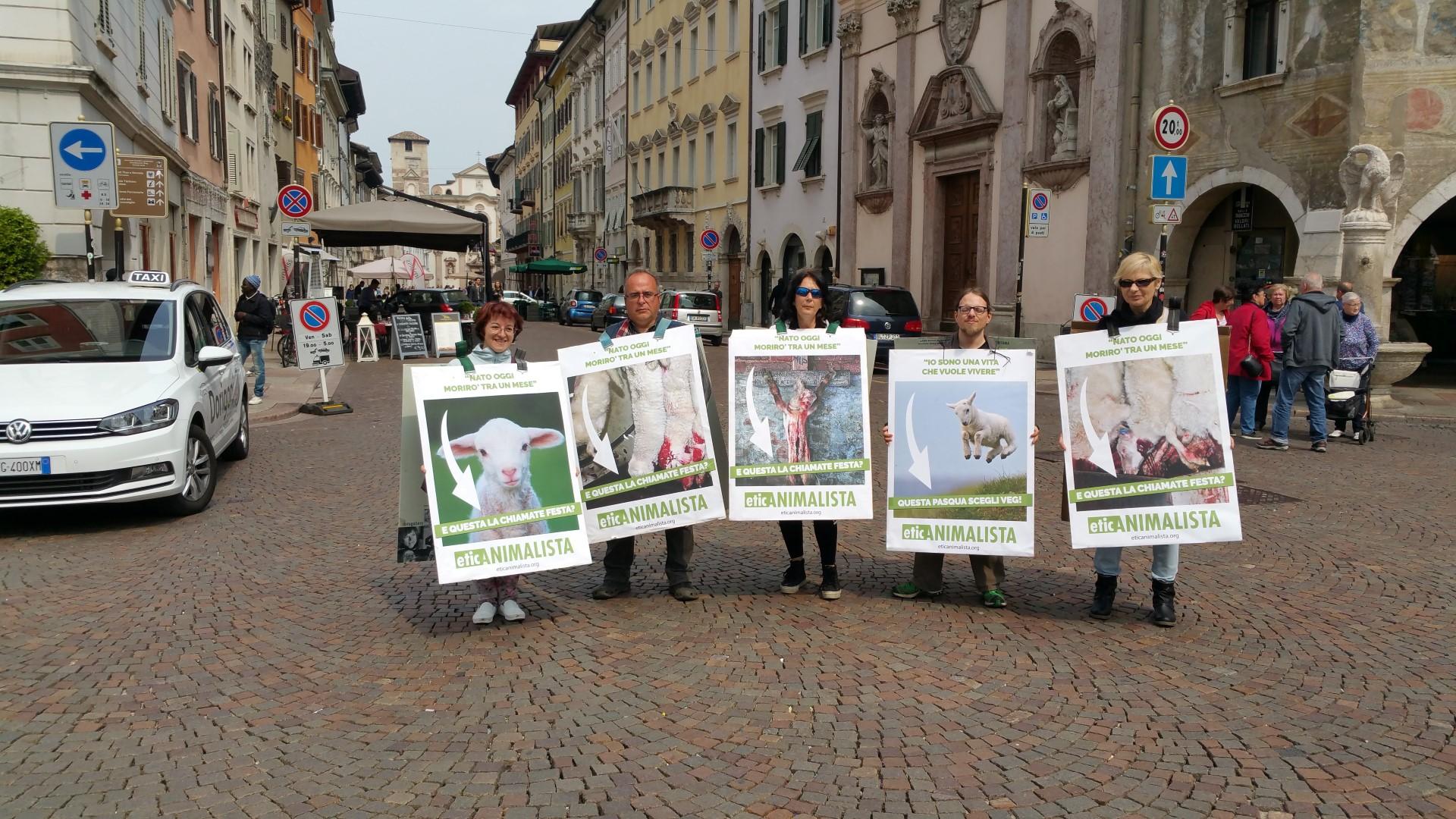 20170415 122338 - Manifestazione di protesta contro il massacro Pasquale degli agnelli e capretti 15 Aprile 2017