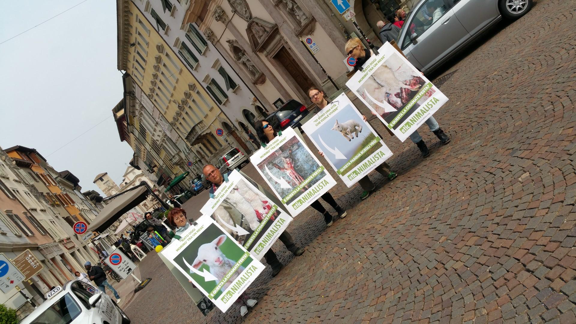 20170415 122342 - Manifestazione di protesta contro il massacro Pasquale degli agnelli e capretti 15 Aprile 2017