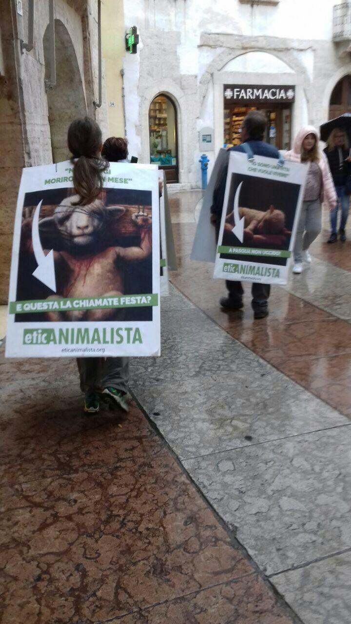 IMG 20170416 WA0019 - Manifestazione di protesta contro il massacro Pasquale degli agnelli e capretti 15 Aprile 2017