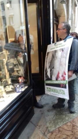 IMG 20170416 WA0021 672x1195 640x480 - Manifestazione di protesta contro il massacro Pasquale degli agnelli e capretti 15 Aprile 2017
