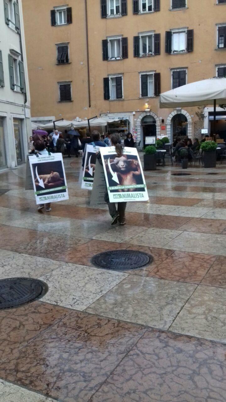 IMG 20170416 WA0022 - Manifestazione di protesta contro il massacro Pasquale degli agnelli e capretti 15 Aprile 2017