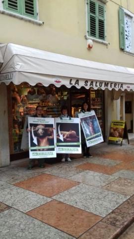 IMG 20170416 WA0024 672x1195 640x480 - Manifestazione di protesta contro il massacro Pasquale degli agnelli e capretti 15 Aprile 2017