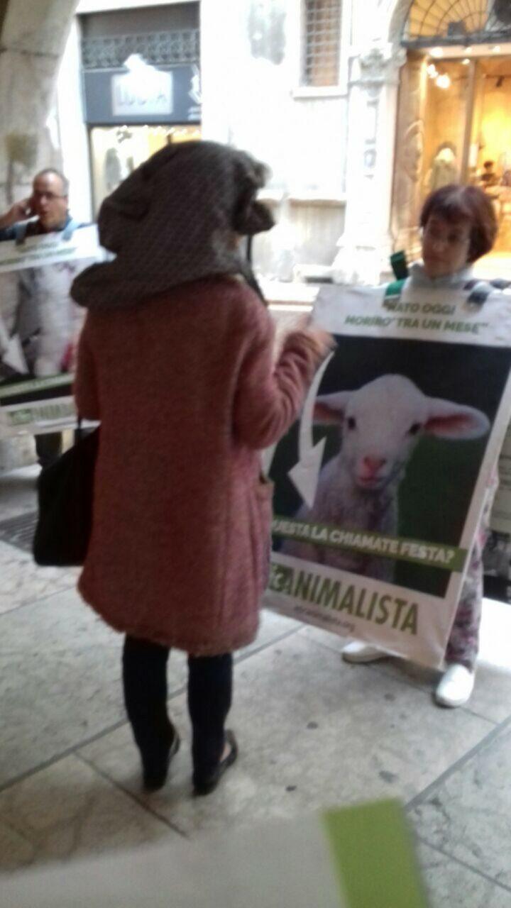 IMG 20170416 WA0025 - Manifestazione di protesta contro il massacro Pasquale degli agnelli e capretti 15 Aprile 2017
