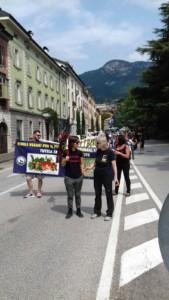 IMG 20170819 WA0074 169x300 - Manifestazione presidio per l'uccisione dell'orso Kj2 - Sabato 19 Agosto
