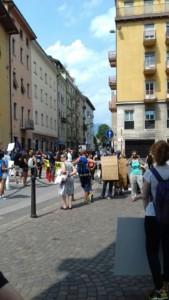 IMG 20170819 WA0080 169x300 - Manifestazione presidio per l'uccisione dell'orso Kj2 - Sabato 19 Agosto