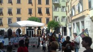 manifestazione orso 1 300x169 - Manifestazione presidio per l'uccisione dell'orso Kj2 - Sabato 19 Agosto
