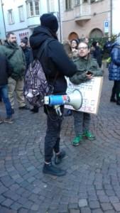 IMG 20171210 WA0005 169x300 - Presidio del 9 Dicembre 2017 a Bolzano: il Fronte Animalista protesta. - 2017-