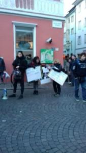 IMG 20171210 WA0006 169x300 - Presidio del 9 Dicembre 2017 a Bolzano: il Fronte Animalista protesta. - 2017-