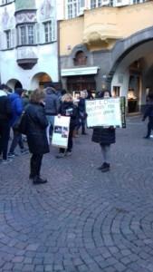 IMG 20171210 WA0008 169x300 - Presidio del 9 Dicembre 2017 a Bolzano: il Fronte Animalista protesta. - 2017-