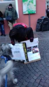 IMG 20171210 WA0009 169x300 - Presidio del 9 Dicembre 2017 a Bolzano: il Fronte Animalista protesta. - 2017-