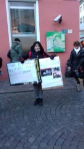 IMG 20171210 WA0010 169x300 - Presidio del 9 Dicembre 2017 a Bolzano: il Fronte Animalista protesta. - 2017-