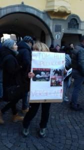 IMG 20171210 WA0012 169x300 - Presidio del 9 Dicembre 2017 a Bolzano: il Fronte Animalista protesta. - 2017-
