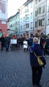IMG 20171210 WA0013 169x300 - Presidio del 9 Dicembre 2017 a Bolzano: il Fronte Animalista protesta. - 2017-
