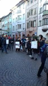 IMG 20171210 WA0014 169x300 - Presidio del 9 Dicembre 2017 a Bolzano: il Fronte Animalista protesta. - 2017-