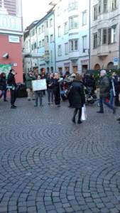 IMG 20171210 WA0015 169x300 - Presidio del 9 Dicembre 2017 a Bolzano: il Fronte Animalista protesta. - 2017-