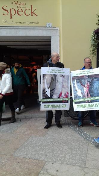 """20180324 120747 - """"A PASQUA NON UCCIDO"""" Manifestazione di protesta contro la strage pasquale di agnelli e capretti - 2018-"""