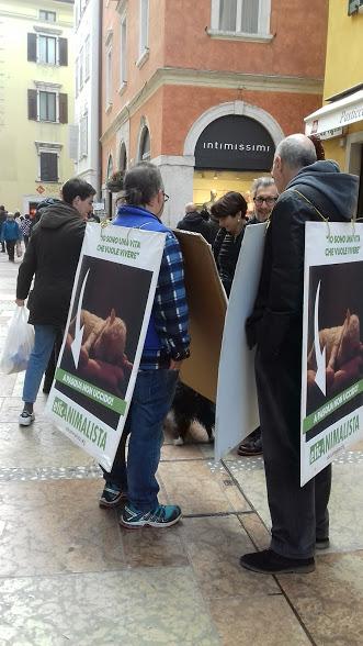 """20180324 121043 - """"A PASQUA NON UCCIDO"""" Manifestazione di protesta contro la strage pasquale di agnelli e capretti - 2018-"""