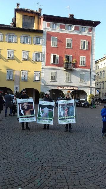 """20180324 162139 - """"A PASQUA NON UCCIDO"""" Manifestazione di protesta contro la strage pasquale di agnelli e capretti - 2018-"""