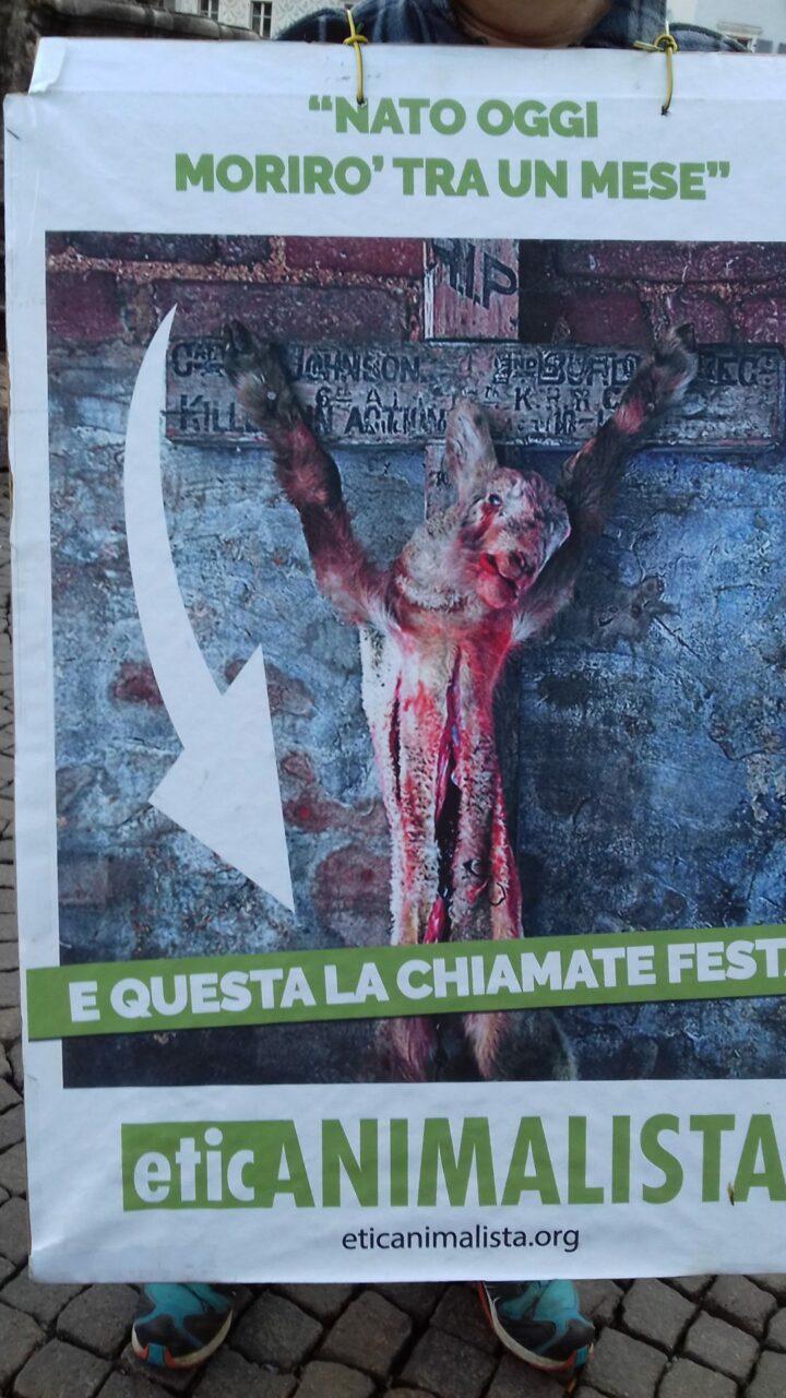 """20180330 172003 - """"A PASQUA NON UCCIDO"""" Manifestazione di protesta contro la strage pasquale di agnelli e capretti - 2018-"""