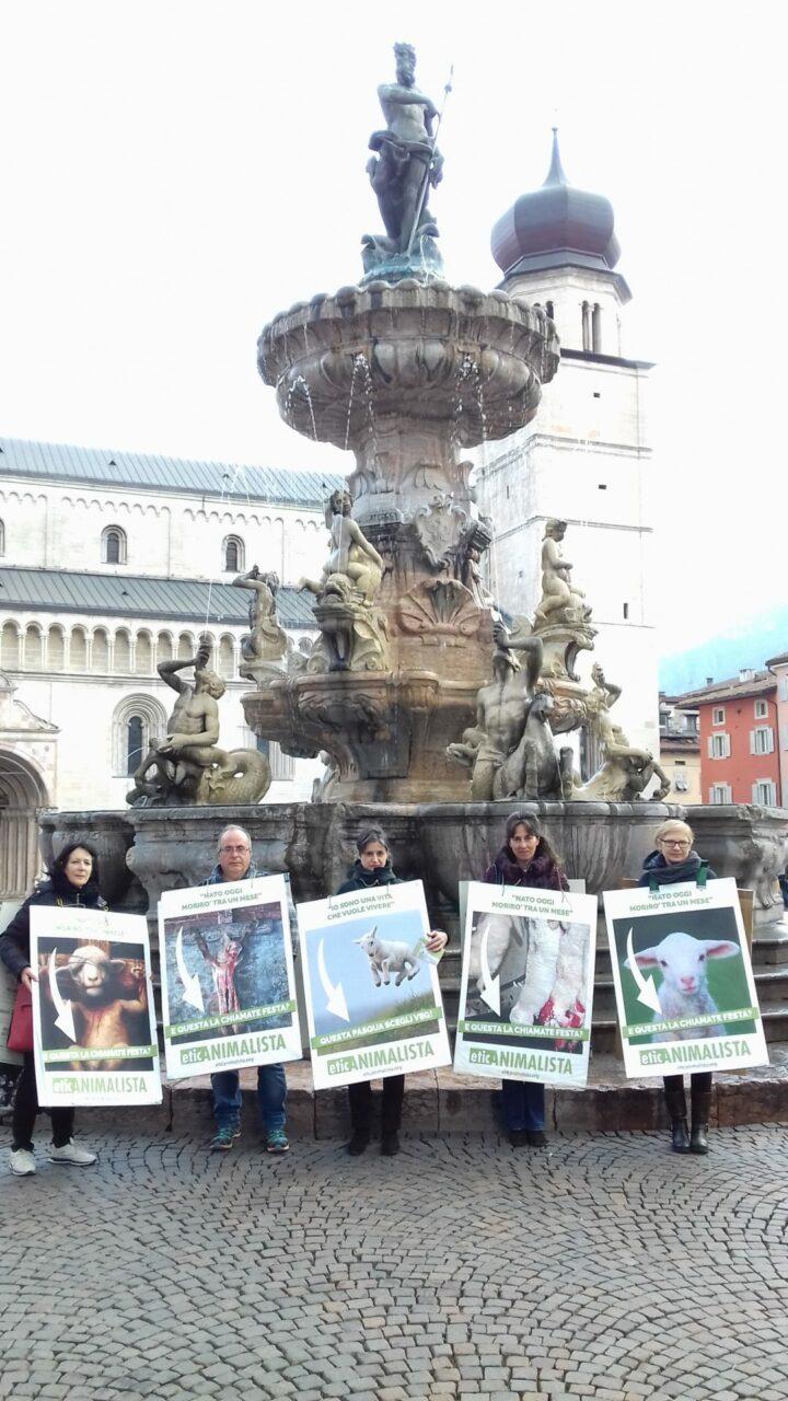 """20180330 172245 - """"A PASQUA NON UCCIDO"""" Manifestazione di protesta contro la strage pasquale di agnelli e capretti - 2018-"""