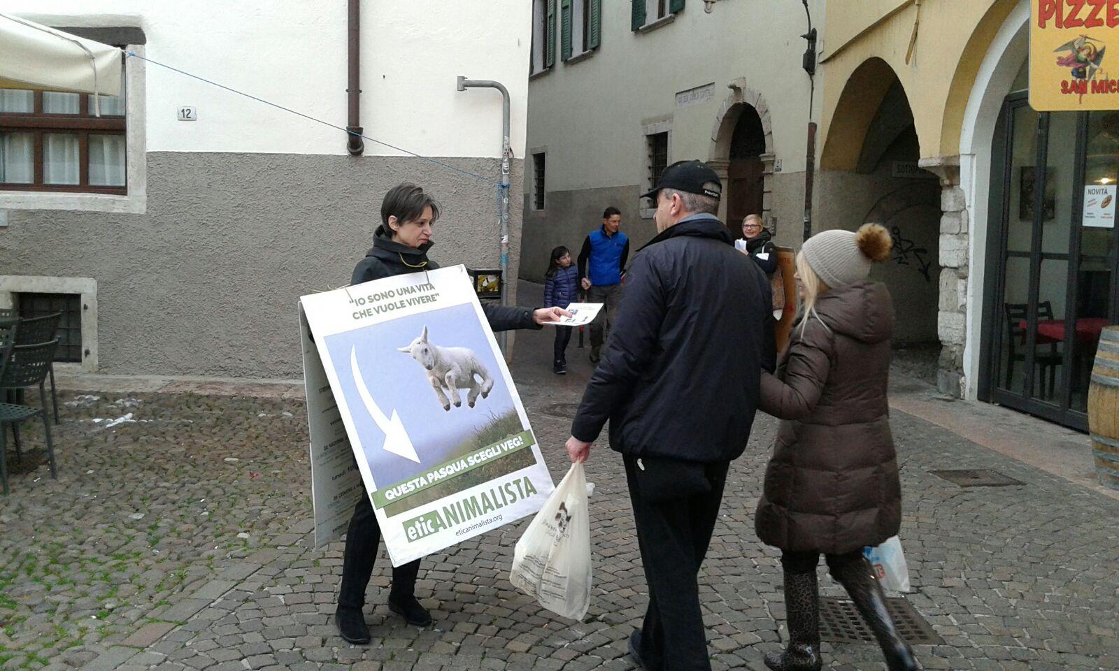 """IMG 20180330 WA0008 1 - """"A PASQUA NON UCCIDO"""" Manifestazione di protesta contro la strage pasquale di agnelli e capretti - 2018-"""