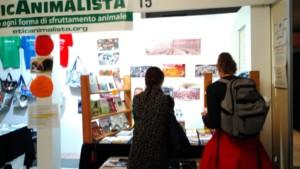 P 20181028 112615 300x169 - Tavolo informativo di Etica Animalista alla fiera annuale Fa la cosa giusta - 26-27-28 ottobre 2018 - Trento