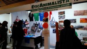P 20181028 112619 300x169 - Tavolo informativo di Etica Animalista alla fiera annuale Fa la cosa giusta - 26-27-28 ottobre 2018 - Trento